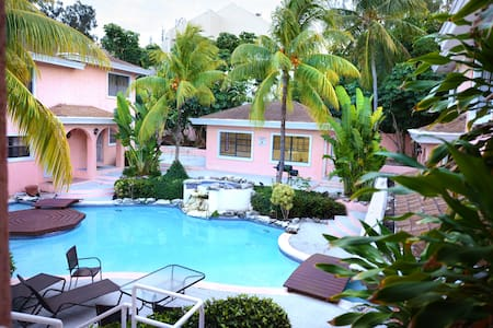 Affordable Getaway in Paradise! (July 1 Re-Open!)
