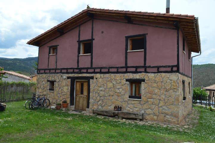 San Vicente del Valle的民宿