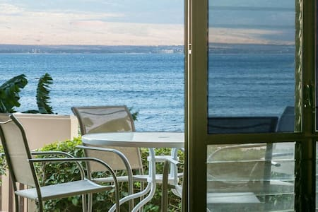 Newly Remodeled Spectacular Oceanfront Condo!