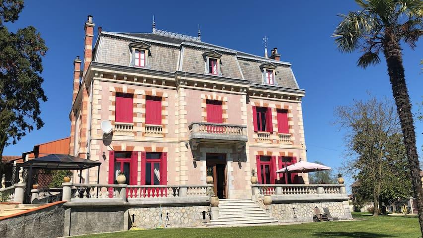 Montréjeau的民宿