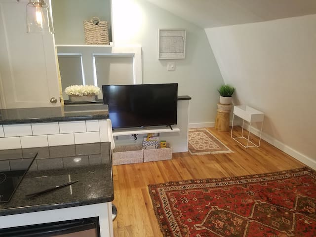 Garage apartment in Charming College Hill