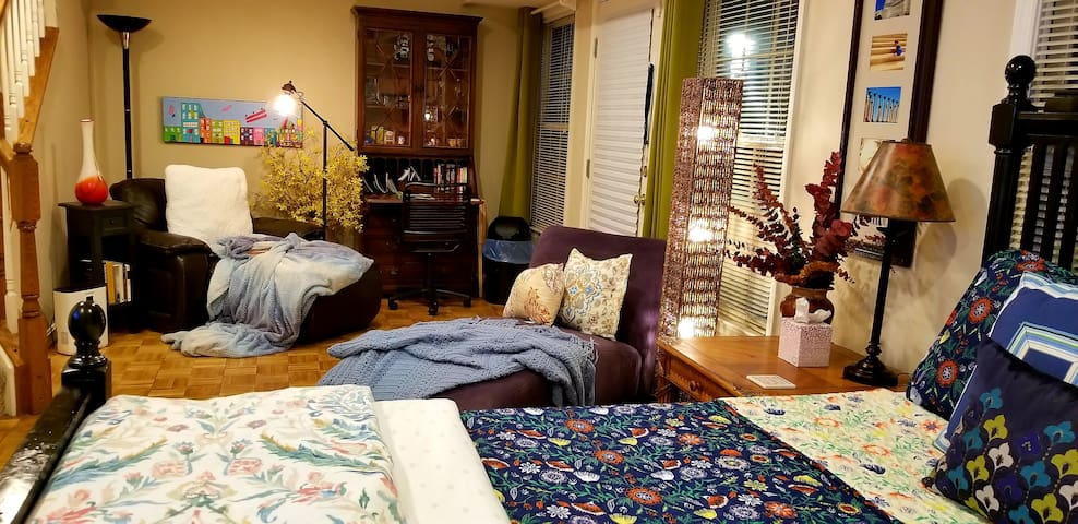 Comfy, Spacious Suite, with Private Bath and Patio
