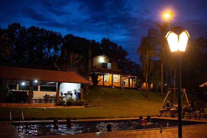 Espírito Santo do Turvo的民宿