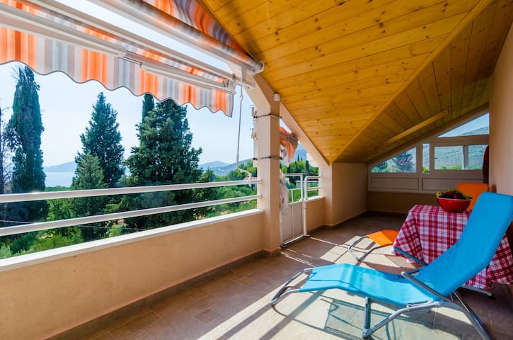 Apartments Donita - Comfort Two Bedroom Apartment with Balcony and Sea View