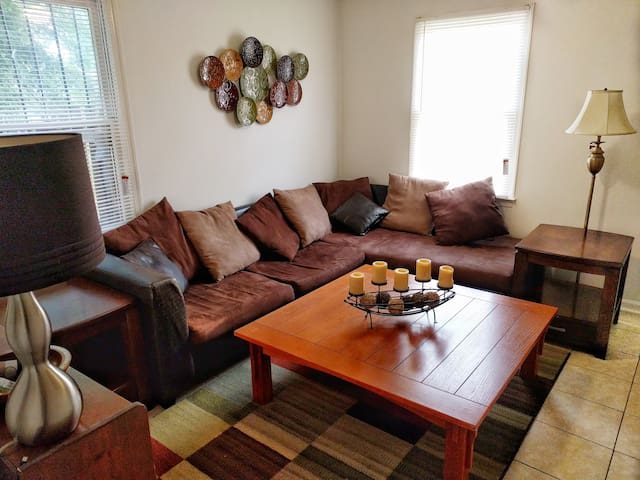 5 Minute Walk Downtown from Duplex on Quiet Street
