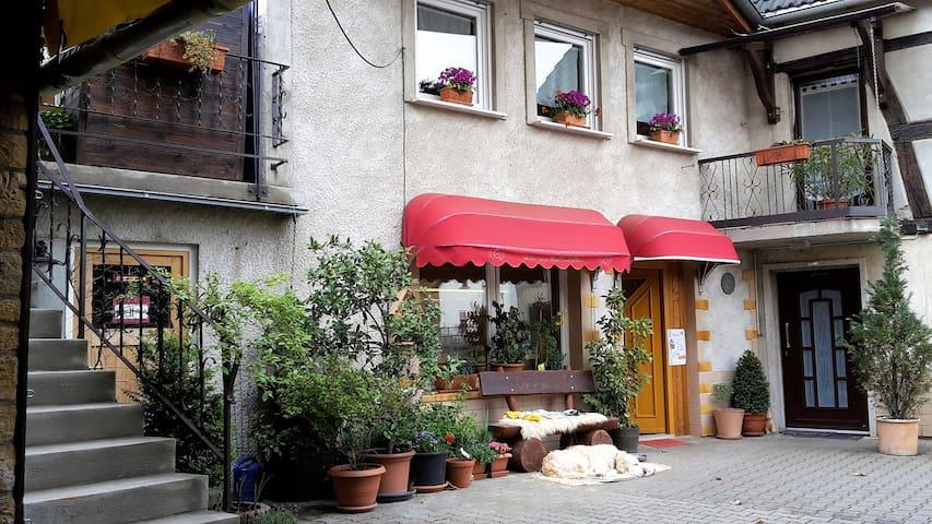 Weinsheim的民宿