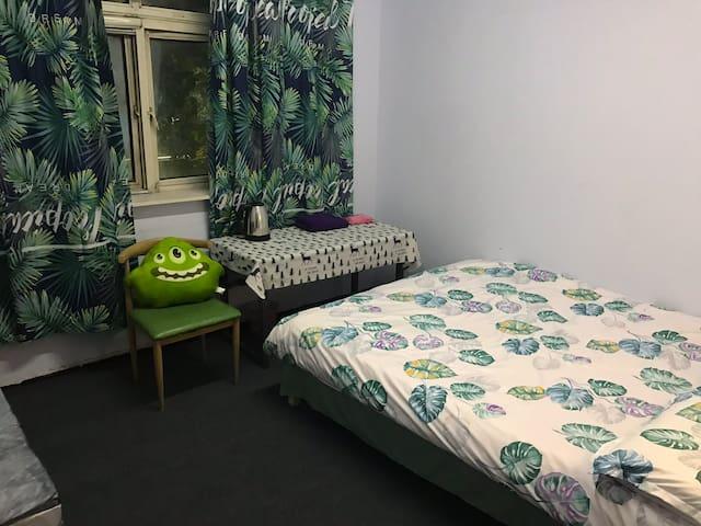 情侣小屋大床房