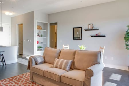 Stunning 1br in Uptown   Next to Panthers Stadium