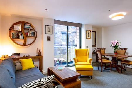 Fresh stylish 2 bed haven in the heart of the city