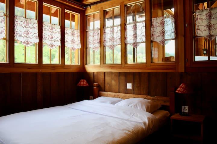Chambre familiale au charme traditionnel