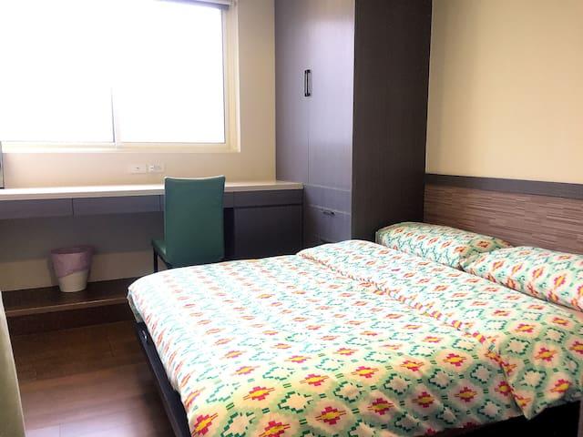 十二月特價【嘎逼的小窩5B】忠孝復興4人+客廳+樓中樓 Duplex Room MRT 2 mins