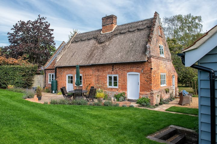 Charming country cottage hideaway