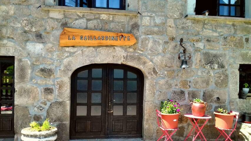 Saint-Jeures的民宿