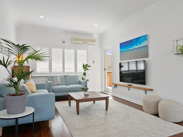 3M+ Ultra modern in Cottesloe's charm!