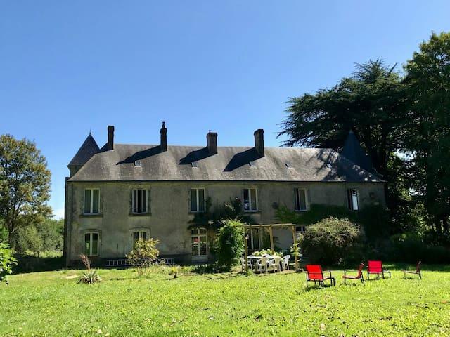 Saint-Hilaire-le-Châtel的民宿