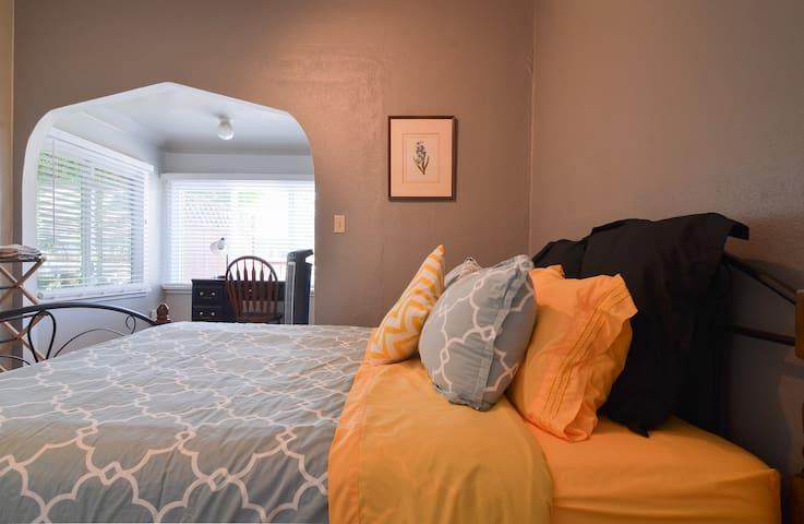 Greenlake private room