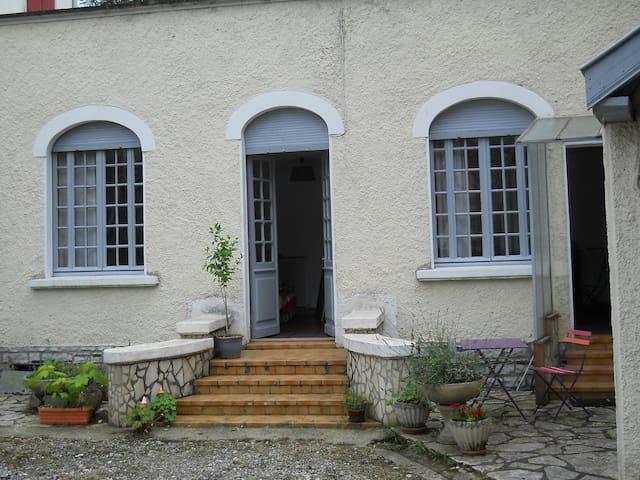Salies-de-Béarn的民宿