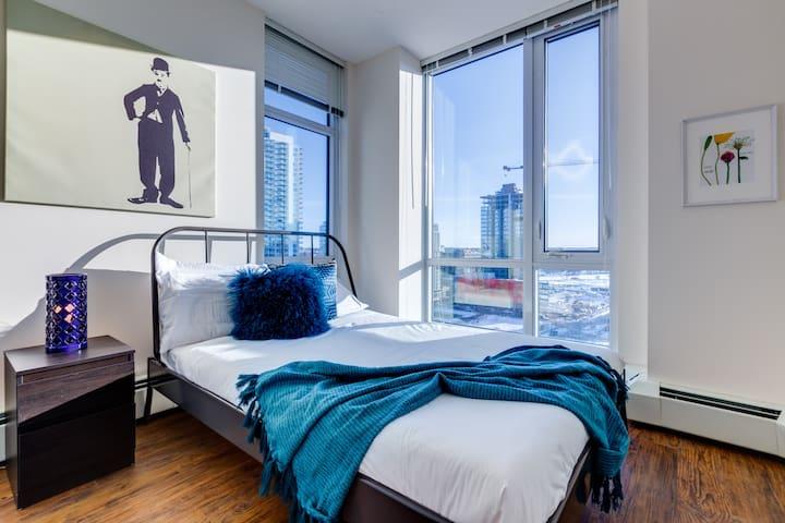 N3 1307 1 Bedroom Condo in East Village!