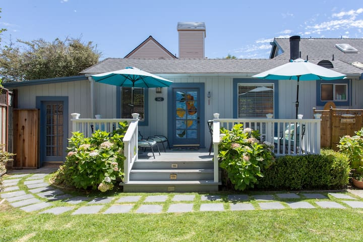 2 bdrm Bungalow 3 blocks from the Beach