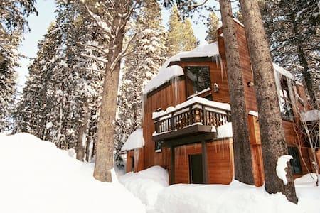 NEW! Remodeled 3BD+3BA Ski EagleLodge Meadowridge