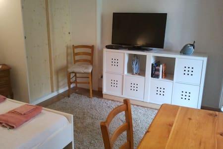 Studio indépendant meublé