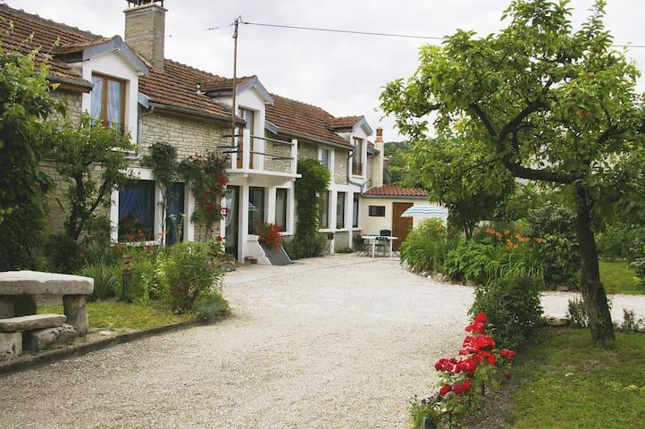 Longchamp-sur-Aujon的民宿