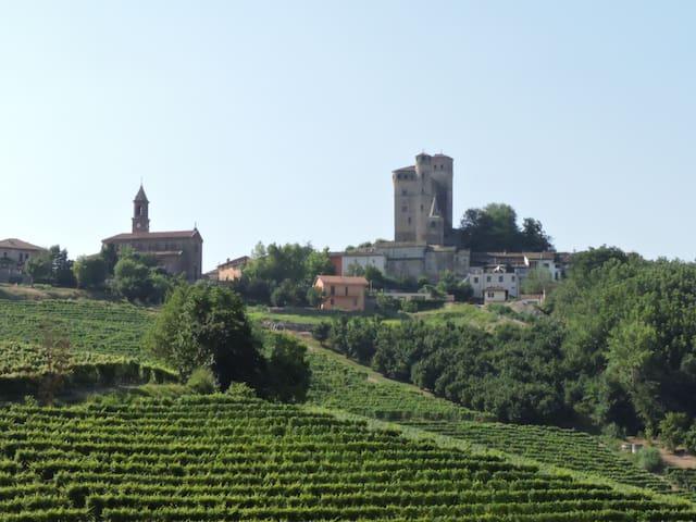 Serralunga d'Alba的民宿