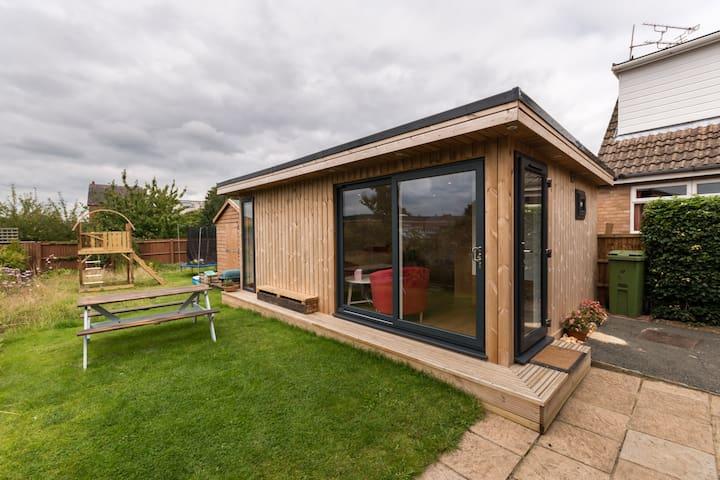 Detached Garden Room in Cheltenham