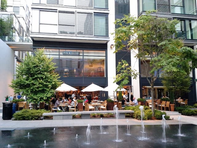 Gorgeous & Modern CityCenter - WALK TO EVERYTHING!