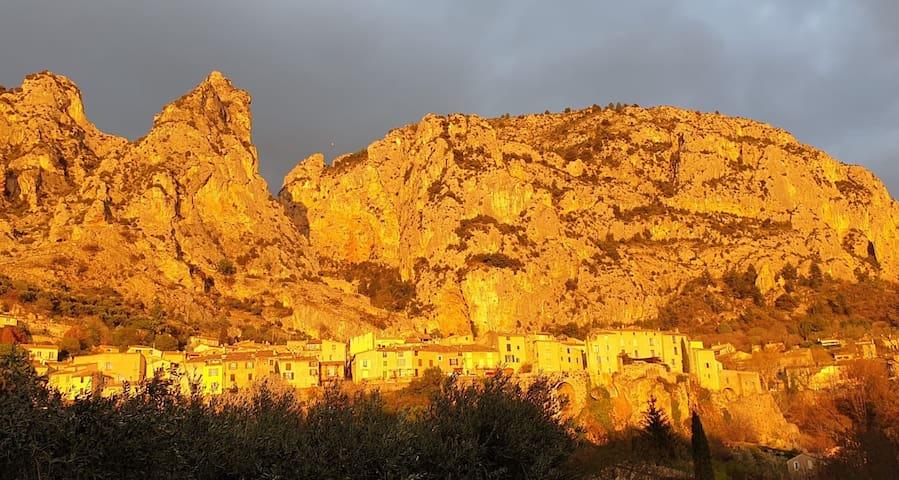 穆斯蒂耶尔圣玛丽的民宿