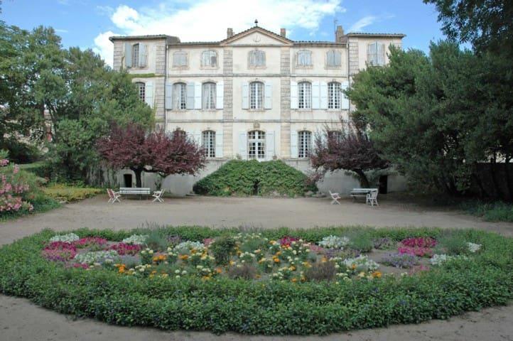 Saint-Hippolyte-de-Caton的民宿