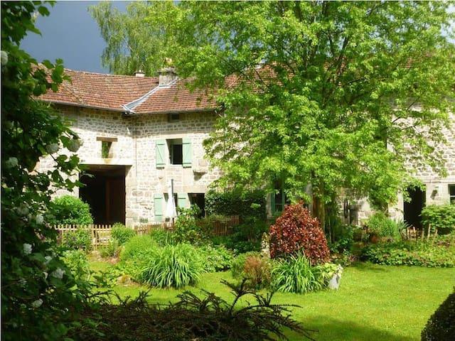 Peyrat-le-Château的民宿