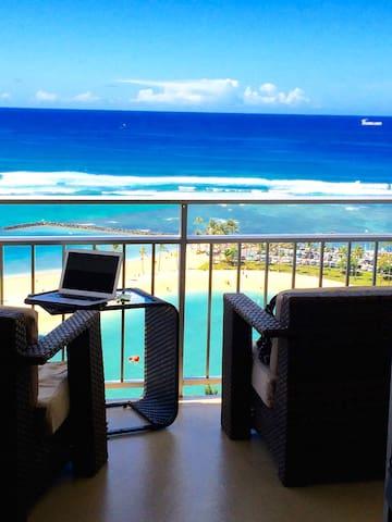 Beautiful Oceanfront sunny Waikiki
