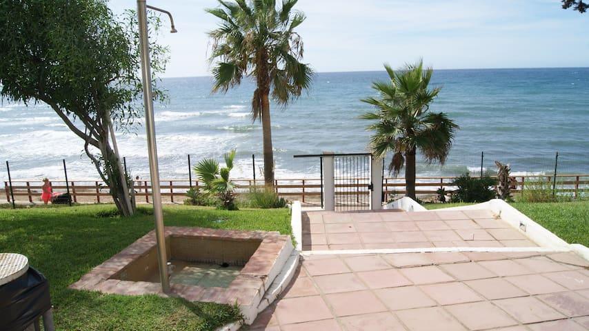 Calahonda-Mijas costa的民宿