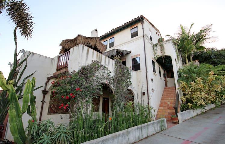 1 BD, 1 BA/ Getaway Villa /Zen Suite+Hot tub PR BA