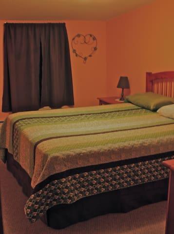 Clean, Comfortable Queen Room #2