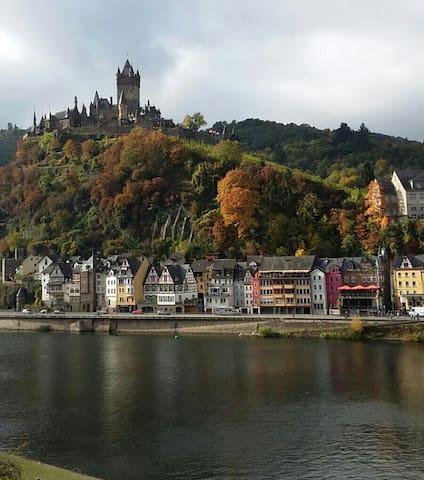 Phantastischer Blick, Burg und Mosel, Sonnentraum