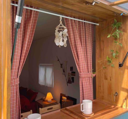 (청소비X 주차불가) 감성옥탑방 Near Nampodong 주택건물 좁은계단있는숙소