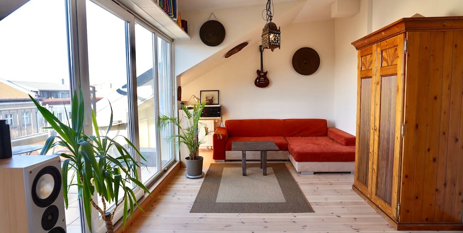 Topfloor design-apartment w. roof terrace in Mitte