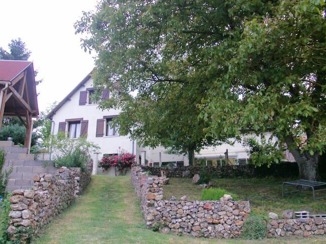 Saint-Maur-sur-le-Loir的民宿