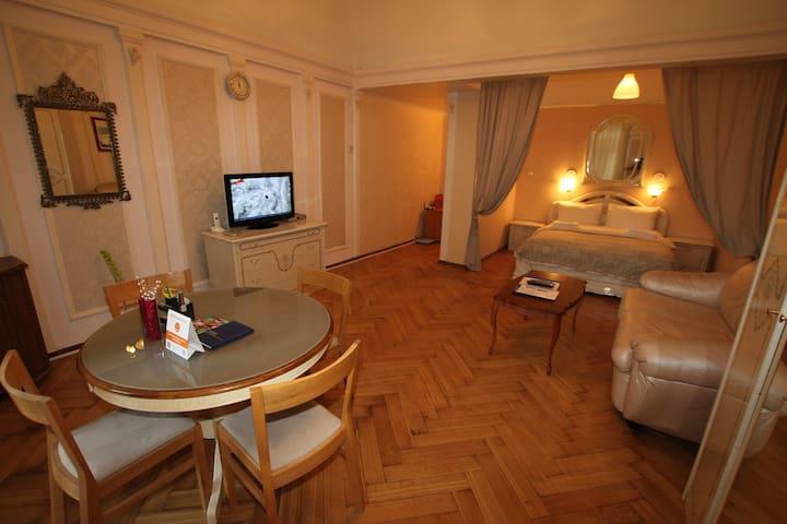 Quiet, cozy flat 15 min to Kremlin