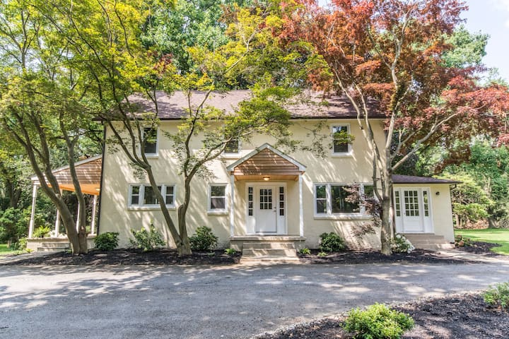 LUXURIOUS LARGE HOUSE ON OVER 2+ ACRES W/ 3 BDRMS.
