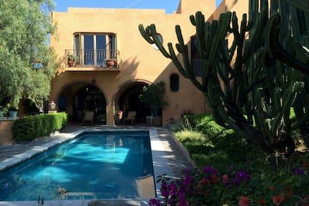 Central, spacious house & pool