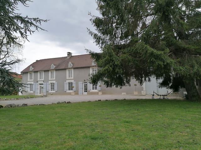 Andelot-Blancheville的民宿