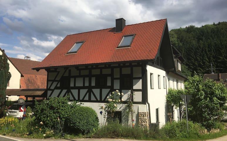 Offenhausen的民宿