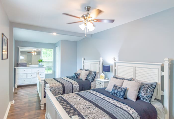 PERFECT Home Near Downtown & U of L, Comfy Beds!!