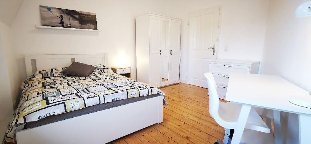 ROOM 1- Nice room in the heart of SÜDSTADT, 53113