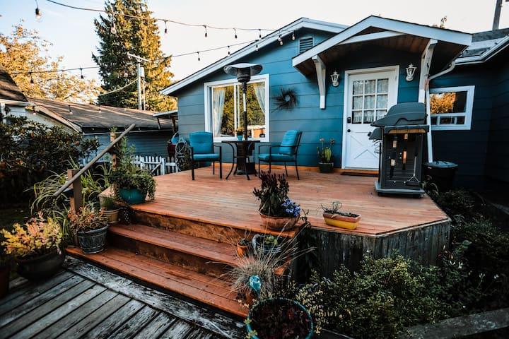 The Cozy Cottage: Pet friendly & blocks from town