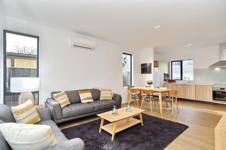 Salisbury Style - Brand new city apartment