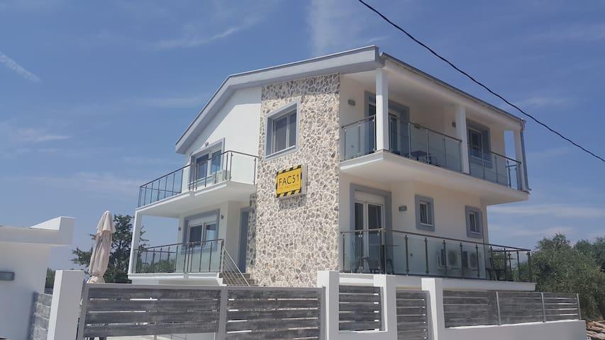 Skala Rachoniou的民宿